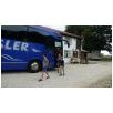 in zwei grossen Bussen werden die Teilnehmer zum Stettenhof gebracht